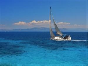 Una virata della nostra barca a vela durante la crociera in Grecia