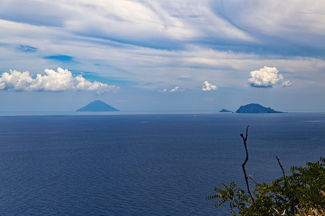aeolian islands 4559512 640 - stromboli lipari