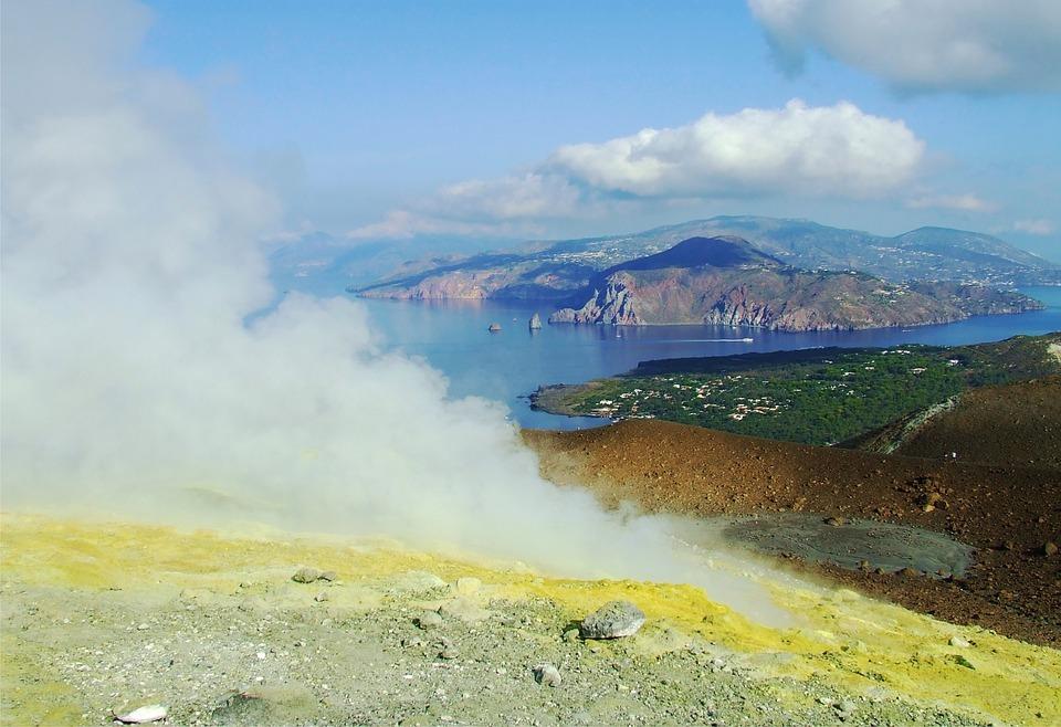 eruption 1554435 960 720 - stromboli lipari