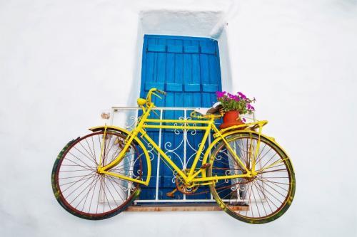 a vela in grecia - bicicletta