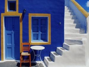 Le caratteristiche case blu e bianche delle coste greche