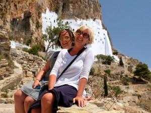 Due amiche durante crociera in barca a vela in Grecia