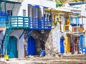 La bellissima isola greca di Milos nella nostra crociera in barca a vela